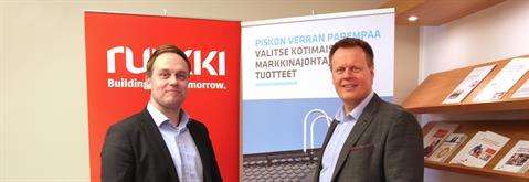 Jaakko Piri, dyrektor marketingu, Piristeel (z lewej) i Jouni Metsämäki, szef biznesu pokryć dachowych w Ruukki Construction
