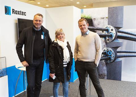 Jerry Hanson i Ruukki med Roxtecs strategiske innkjøper Helene Wahnström og sikkerhetssjef Patrik Cederholm.